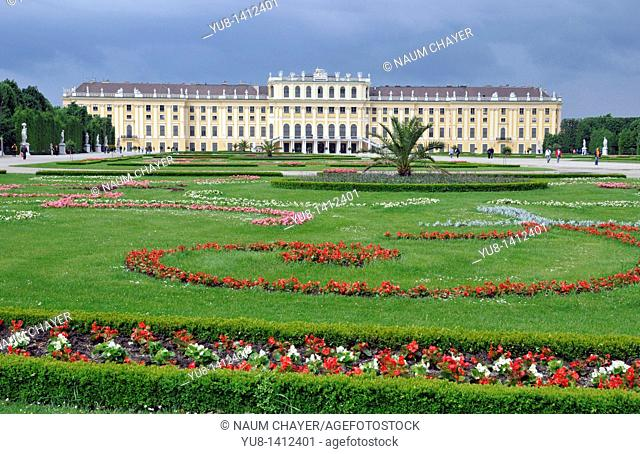 Schönbrunn, Schonbrunn Palace, view from Neptune wel, Vienna, Republic of Austria, Österreich, Republik Österreich, Central Europe
