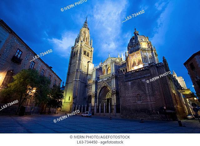Gothic cathedral (13-15th century) in Plaza del Consistorio, night view, Toledo. Castilla-La Mancha, Spain