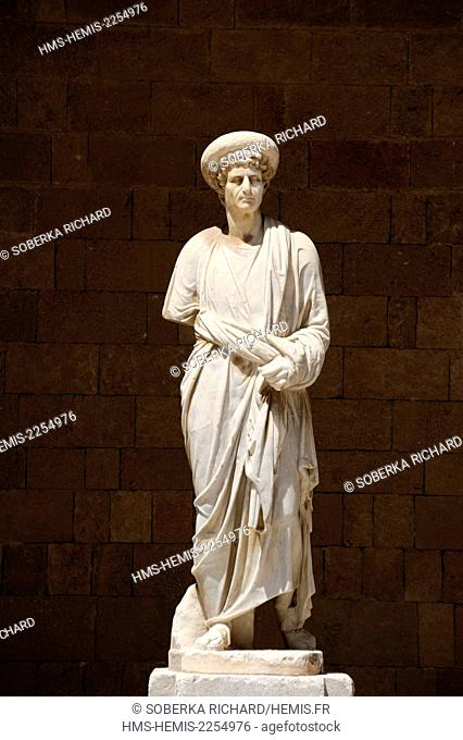 Greece, Dodecanese Islands, Rhodes island, city of Rhodes, Palace of the Grand Masters of Rhodes or Palace of the Knights, roman statue in the courtyard