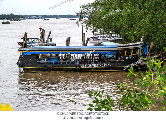Sampan boats on canals on Con Lan (Unicorn) Island, near My Tho, Mekong Delta, Vietnam
