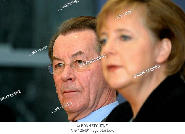 Franz MUENTERFERING (SPD), designate Federal Minister for Labour and vice-chancellor, and Angela MERKEL (CDU), designate Federal Chancellor