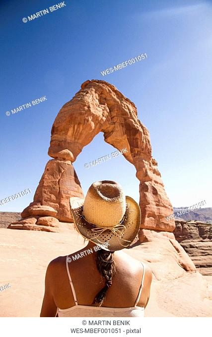 USA, Utah, Woman looking at Delicate Arch in Arches National Park, back view