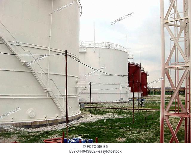 Tank the vertical steel. Capacities for storage of oil, gasoline, kerosene, the diesel and other liquids
