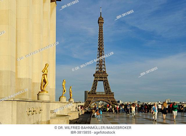 Golden statues at the Palais de Chaillot with the Eiffel Tower, Place du Trocadero, 16th Arrondissement, Paris, France