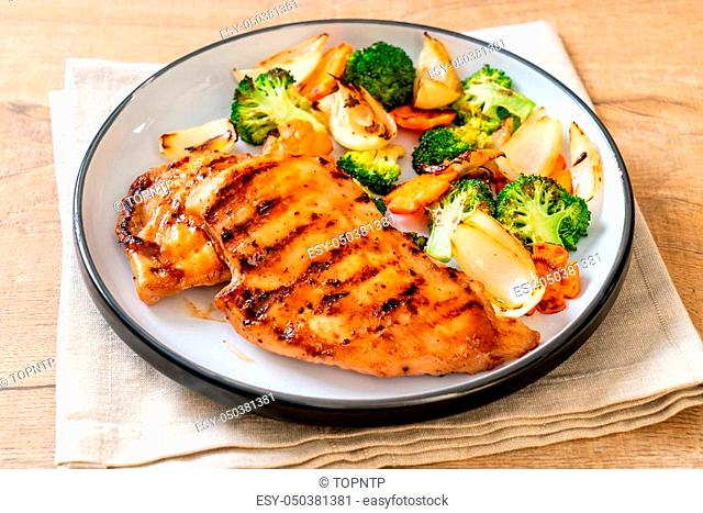 griled chicken breast steak with vegetable (broccoli, carrot, onions)