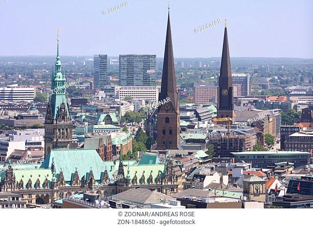 Blick auf Hamburger Skyline, Hamburg, Deutschland, Europa