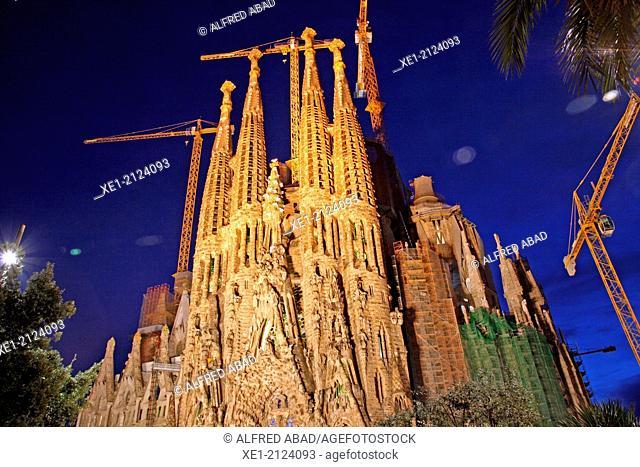 Basilica of the Sagrada Familia at night, arch. Antoni Gaudi, Barcelona, Catalonia, Spain