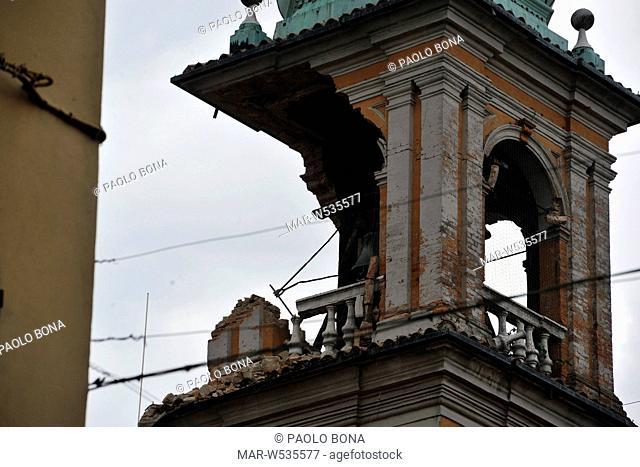 terremoto in emilia, torre del comune a finale emilia, maggio 2012