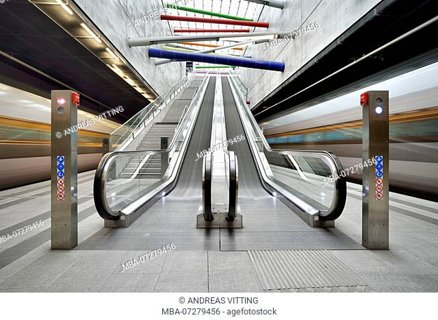 Germany, Saxony, Leipzig, City Tunnel Leipzig, station Bayerischer Bahnhof, escalators, moving S-Bahn trains, bulb exposure, light traces