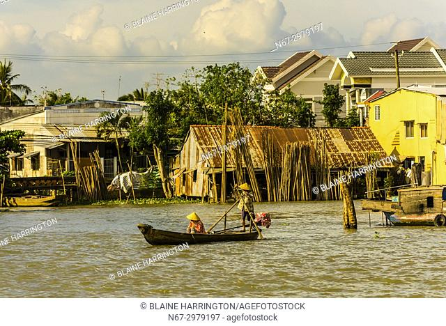 Cái Bè is a river-land mixed town in Vietnam. It is a rural district of Tiá». n Giang Province in the Mekong Delta region of Vietnam