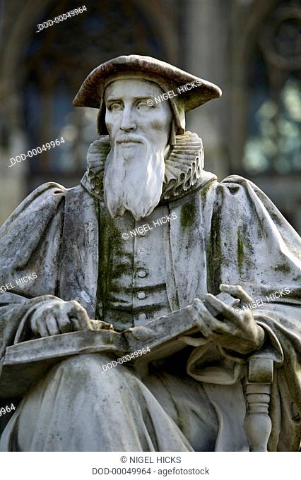 Great Britain, England, Devon, Exeter, Exeter Cathedral, marble statue of theologian Richard Hooker in cathedral grounds