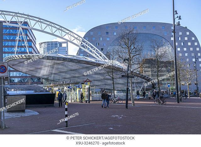 Rotterdam Blaak Metro Station und die Markthalle in Rotterdam, Südholland, Niederlande | Rotterdam Blaak Metro Station and the market hall Markthal, Rotterdam