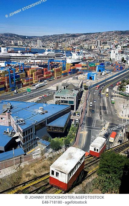 Ascensor Cerro artilleria barrio puerto port. Valparaiso. Chile