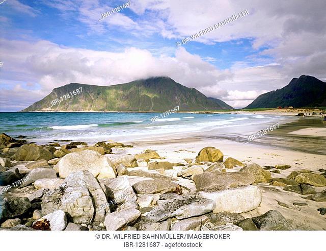 At Vareidsunnet near Flakstadt, island Moskenesoy, Lofoten, Norway, Scandinavia, Europe