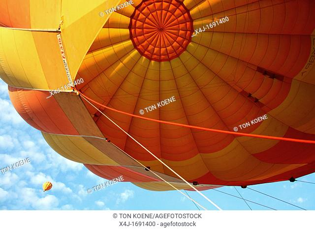 Balloon safari's are very popular amongst tourists visiting the natural parc 'Maasai Mara' It vosts around 350 euro per hour and the ballon takes off very early...