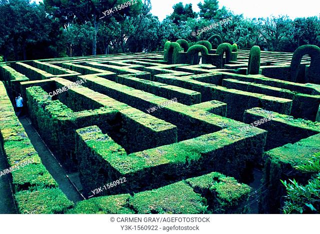 labyrinth park in Barcelona