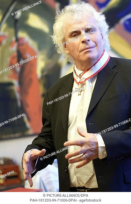 03 December 2018, Berlin: The former chief conductor of the Berliner Philharmoniker, Sir Simon Rattle, will speak after receiving the Berlin Order of Merit
