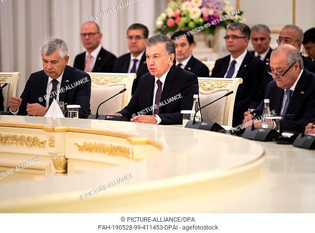 28 May 2019, Uzbekistan, Taschkent: Shavkat Mirsiyoyev (M), President of Uzbekistan, speaks at a meeting with Federal President Steinmeier and the delegations...