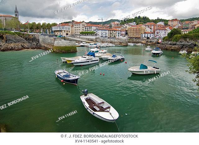 Mundaka village  Urdaibai Biosphere Reserve of Biscay, Basque Country  Spain  Europe