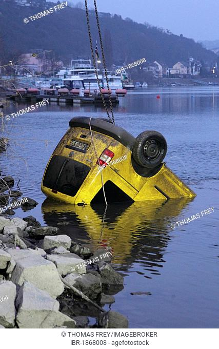 Firefighters recovering a stolen mail van from the Rhine river, Vallendar, Rhineland-Palatinate, Germany, Europe