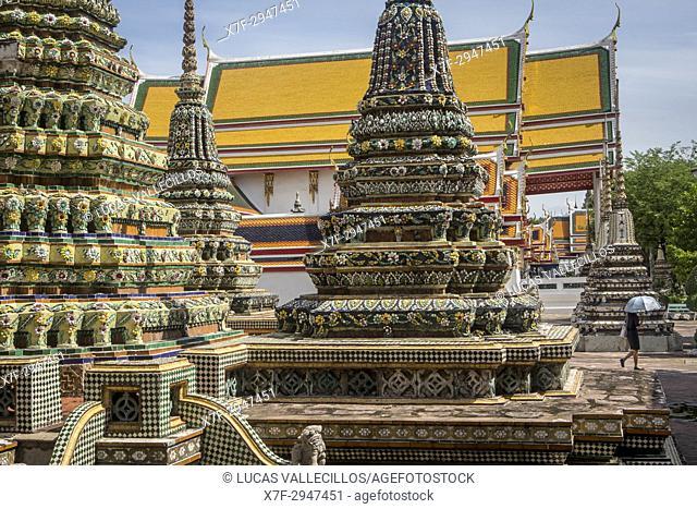 Chedi (stupas), in Wat Pho (Wat Po), Temple of the Reclining Buddha, Bangkok, Thailand