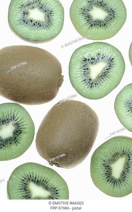 Kiwifruits halved