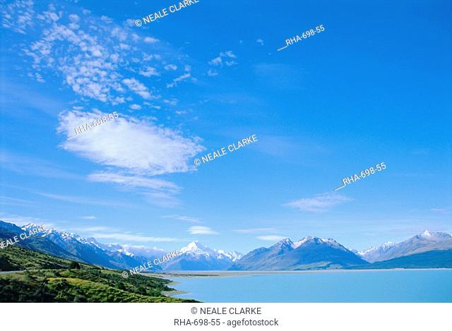 Lake Pukaki and Mt Cook, Mount Cook National Park, Canterbury, South Island, New Zealand