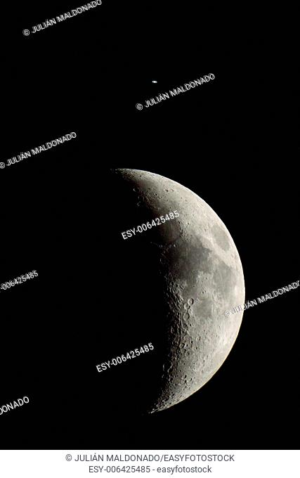 Conjunction between the Moon and Saturn on August 31, 2014