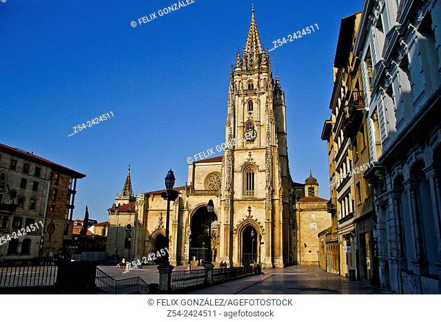 Oviedo Cathedral, Plaza Alfonso II El Casto, Oviedo, Asturias, Spain, Europe