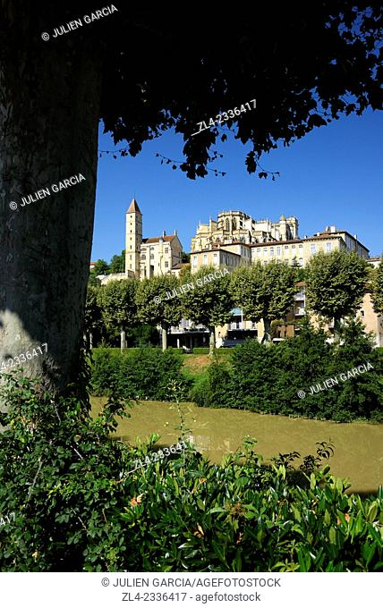 Banks of the Gers river, Armagnac tower and Saint Mary cathedral listed as World Heritage by UNESCO. France, Gers, Auch, a stop on el Camino de Santiago