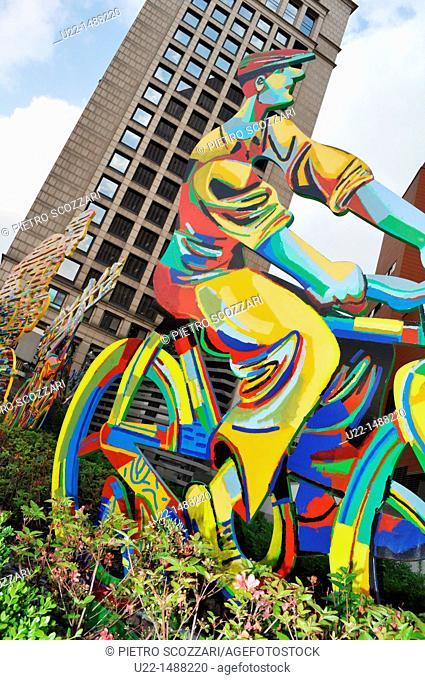 Seoul (South Korea): modern sculpture by Seoul Station
