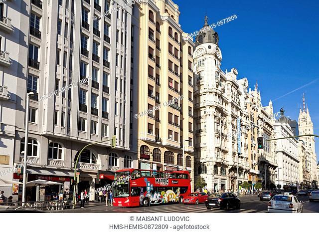 Spain, Madrid, Gran Via, downtown main artery with buildings from the early 20th century, Edificio Telefonica by architect Ignacio de Cardenas Pastor of 1929 in...