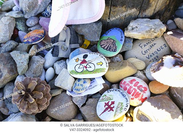Stones and souvenirs left by the pilgrims in the Cruz de Ferro, Santa Colomba de Somoza, Leon, Castilla y Leon, Spain