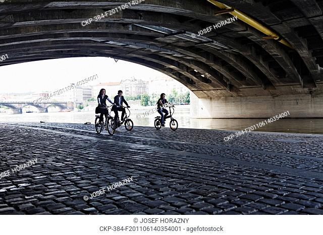 Electric bike, electric powered bicycle, cyclist, urban, city, transport CTK Photo/Josef Horazny , MR