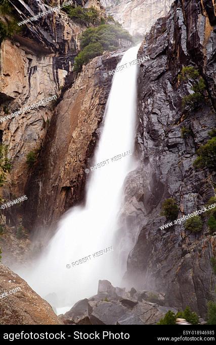 Lower Yosemite Falls wo hdr