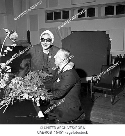Die schwedische Sängerin und Schauspielerin Zarah Leander in Hamburg, Deutschland 1960er Jahre. Swedish actress and singer Zarah Leander at Hamburg