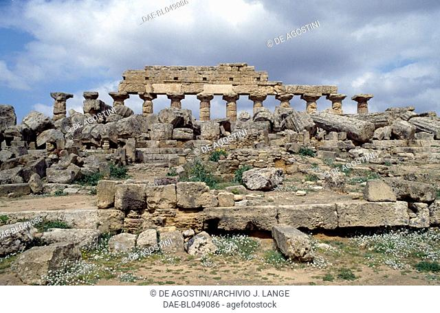 View of the Temple C, Doric order, acropolis of the ancient city of Selinunte, Sicily, Italy. Greek civilisation, Magna Graecia, 6th century BC