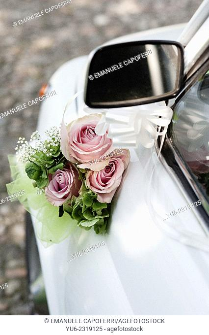 Bouquet of flowers adorn old fiat 500