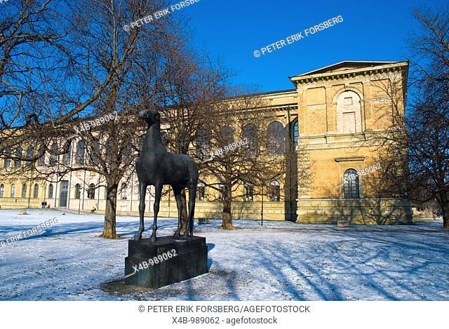 Horse statue in front of Alte Pinakothek museum Schwabing Munich Bavaria Germany Europe