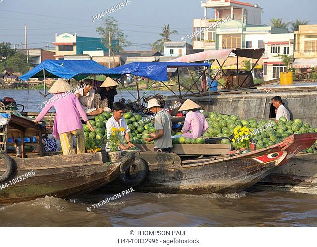 Vietnam, Asia, Cai Rang floating market, Mekong Delta, Ha Giang Province, men, males, Boat, local, trading, buying, se