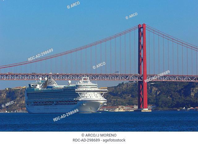 25th abril bridge, Tagus river Tejo River, Lisbon, Portugal