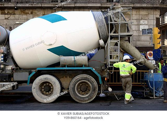 Cement mixer, Rambles, Barcelona. Catalonia, Spain