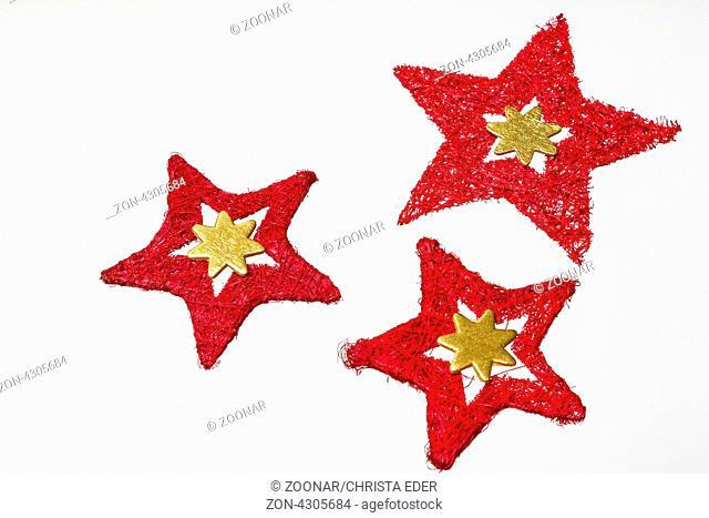 Rotes Baststerntrio auf weißem Hintergrund