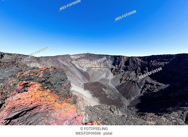 Reunion, Reunion National Park, Shield Volcano Piton de la Fournaise, Crater Dolomieu and Pahoehoe lava