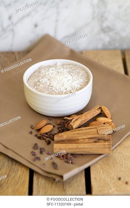 Pudding with bananas, coconut milk, chia seeds, vanilla pods, cinnamon, almonds and cocoa