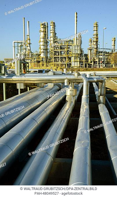 View of pipes which transport the crude oil from Russia to the distillation plant and the visbreaker at the 'Total' oil refinery in Leuna, Germany