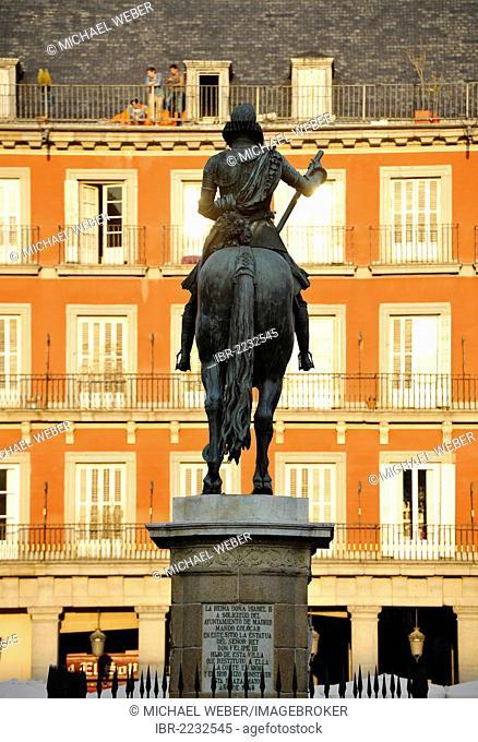 Monument, equestrian statue of Philip III. of Spain made of bronze, Plaza Mayor square, Madrid, Spain, Europe, PublicGround