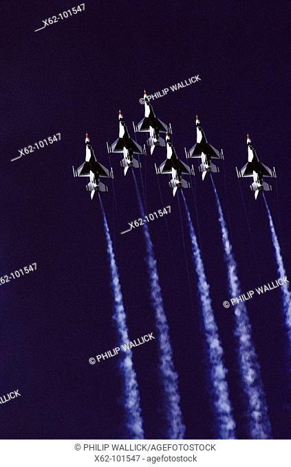 USAF Thunderbirds (F-16) airshow