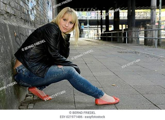 Frau in Lederjacke