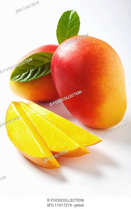 Mango slices and whole mangos
